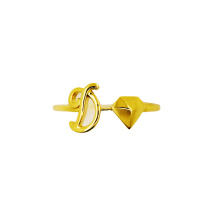 D cho Devotion 18 K Gold Initial Ring
